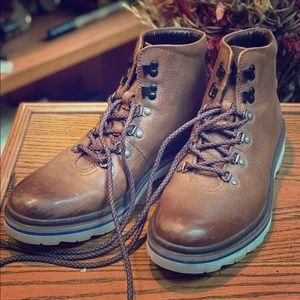 Clarks Frelan Alp Boots (US 10.5)